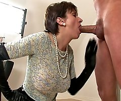 Kinky latex trophy wife blowjob